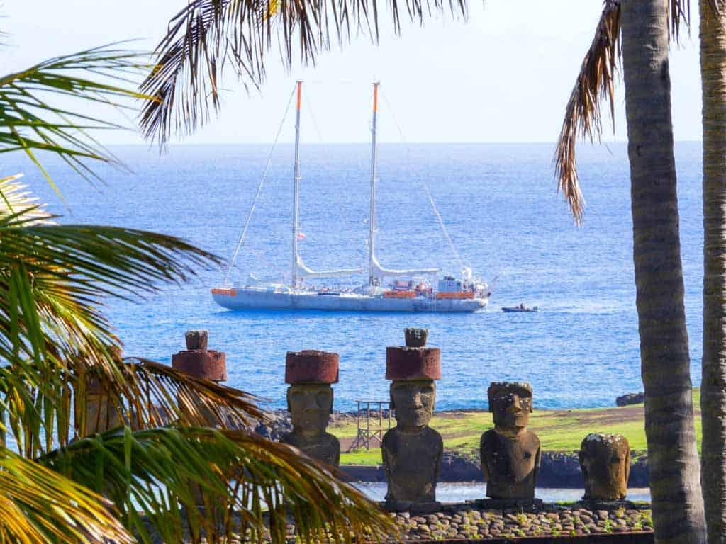 Easter Island_credits-yann-chavance-fondation-tara-expeditions-tara-moai